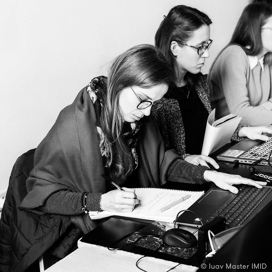 iuav master IMID lezione UVmapping 3dsmax studenti in classe