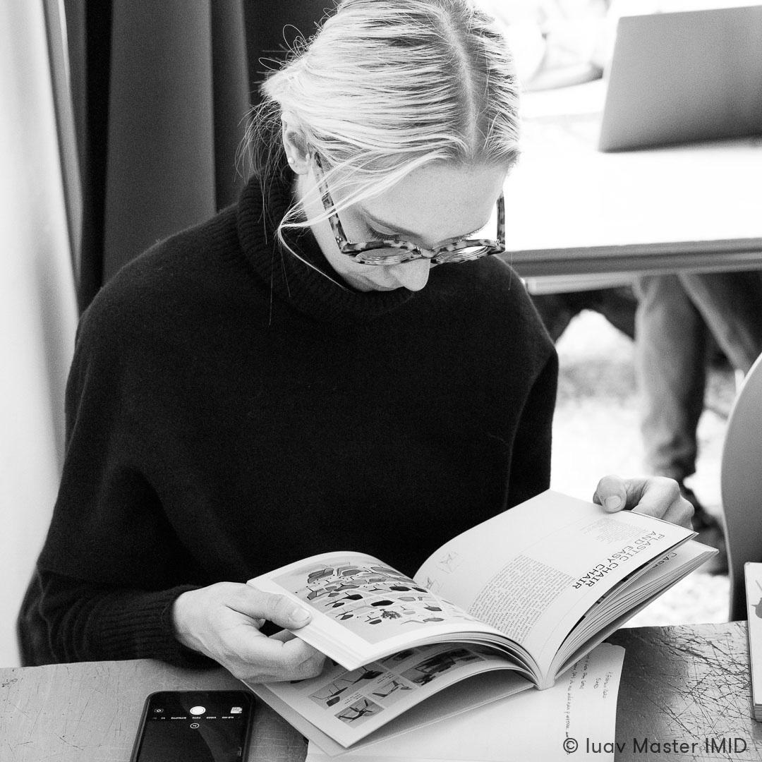 iuav master IMID lezione interior design studenti plastic chair book