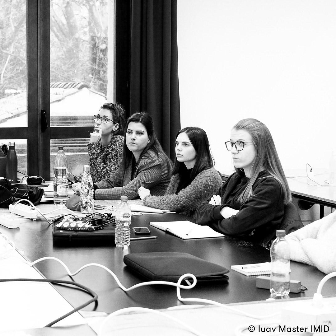 iuav master IMID lezione comunicazione visiva studenti in aula