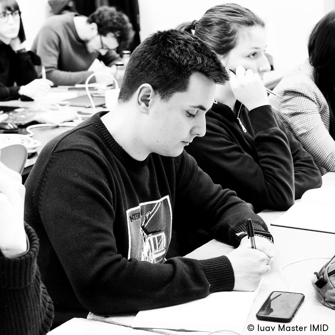 iuav master IMID teoria della percezione lezione in aula studenti