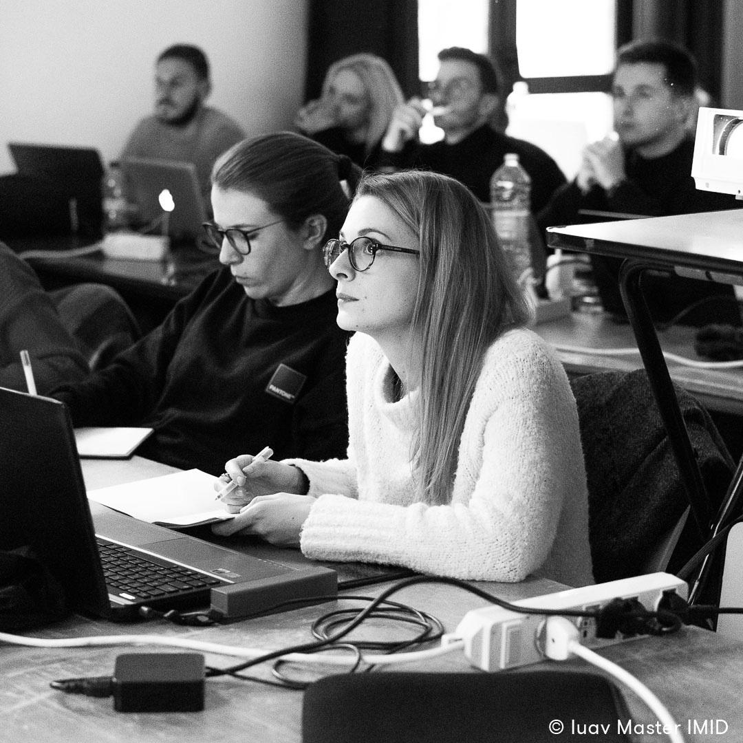 iuav master IMID lezione rendering e post-produzione studenti in aula